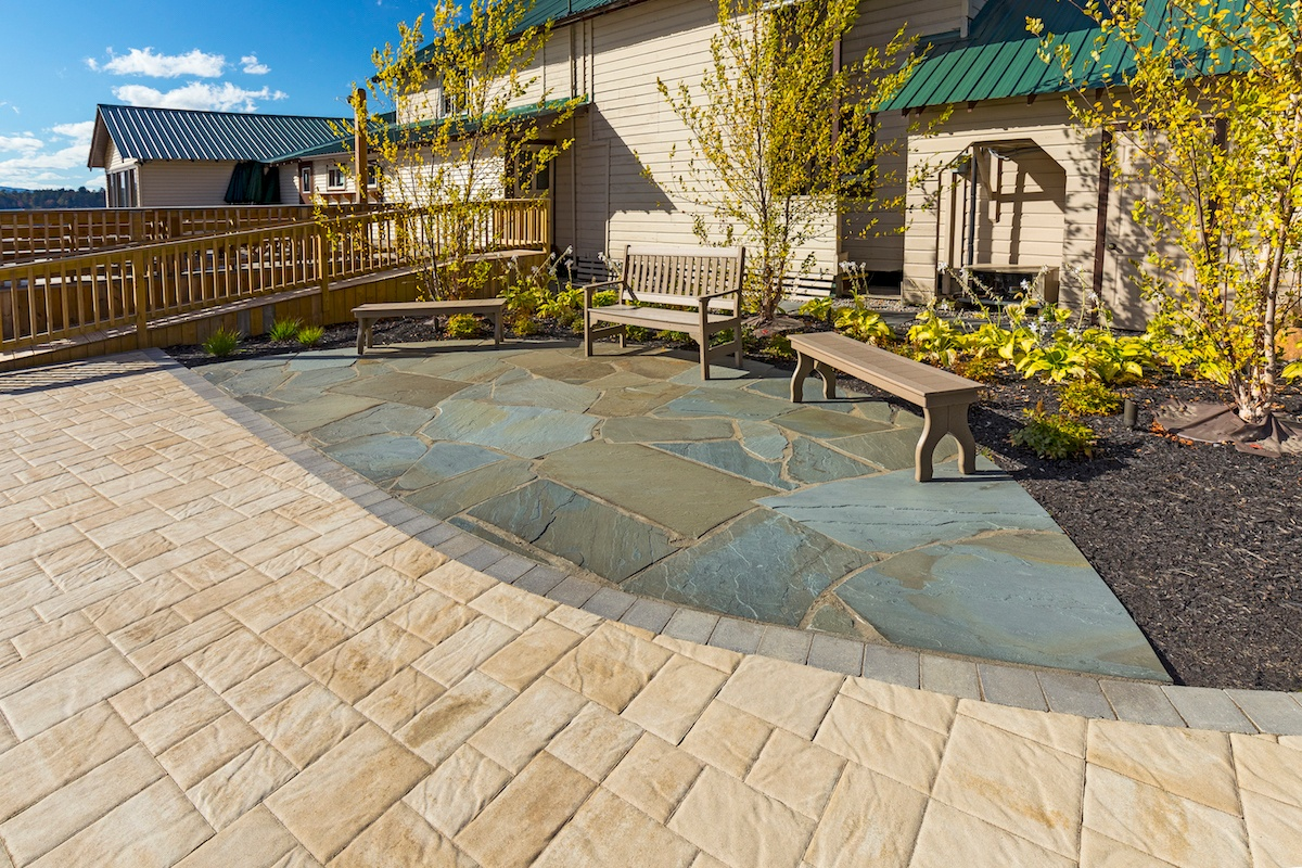 paver-patio-flagstone-benches-1