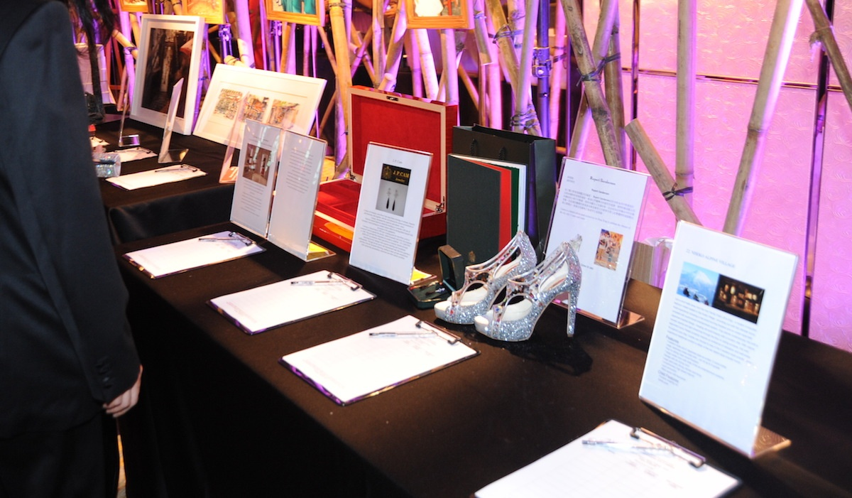 Guests_bid_on_silent_auction_items_(5820060951)
