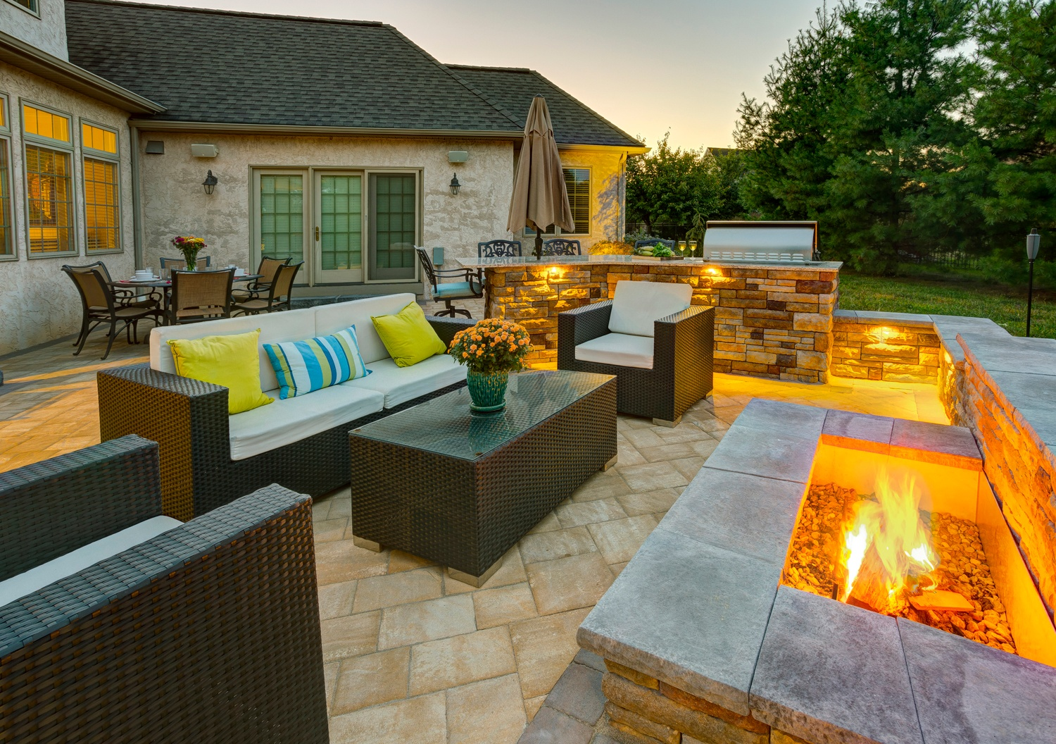 Fire pit contractors in Lancaster, PA, Reading, York, Hershey and Lebanon.