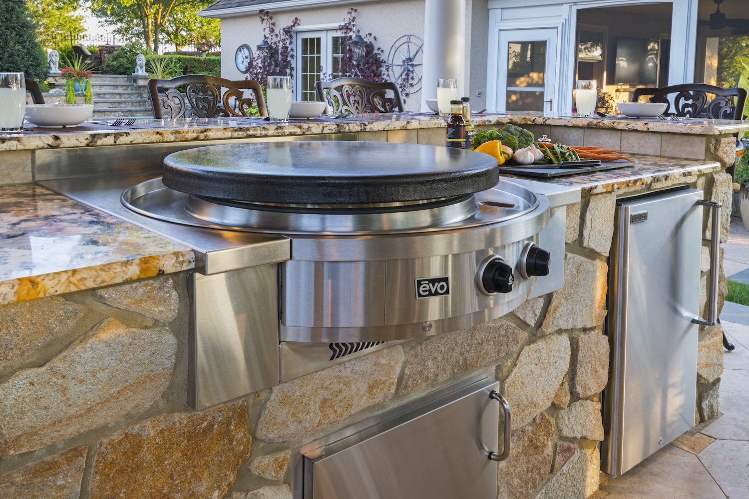 outdoor kitchen Evo grill