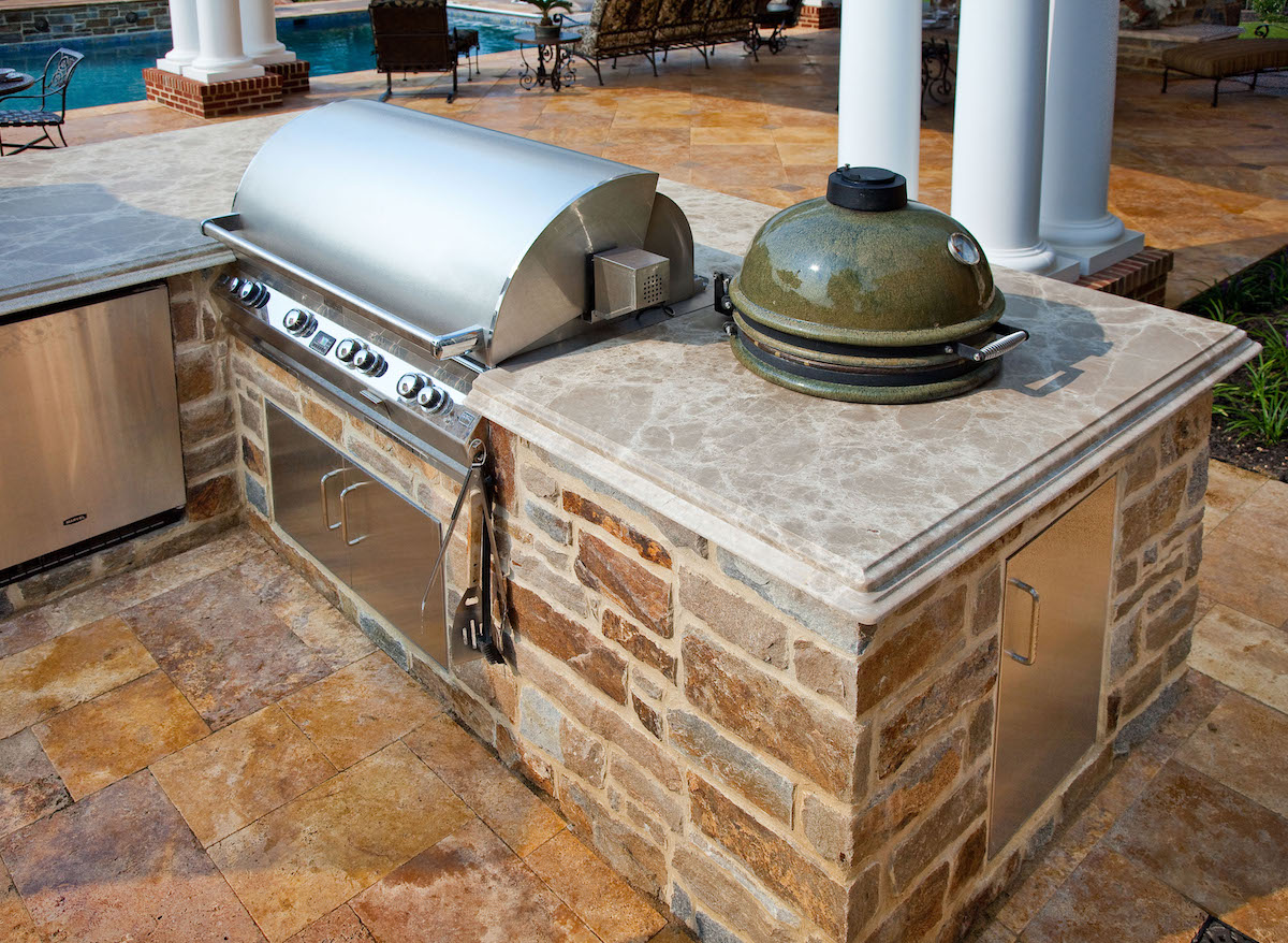 outdoor-kitchen-smoker-big-green-egg-2
