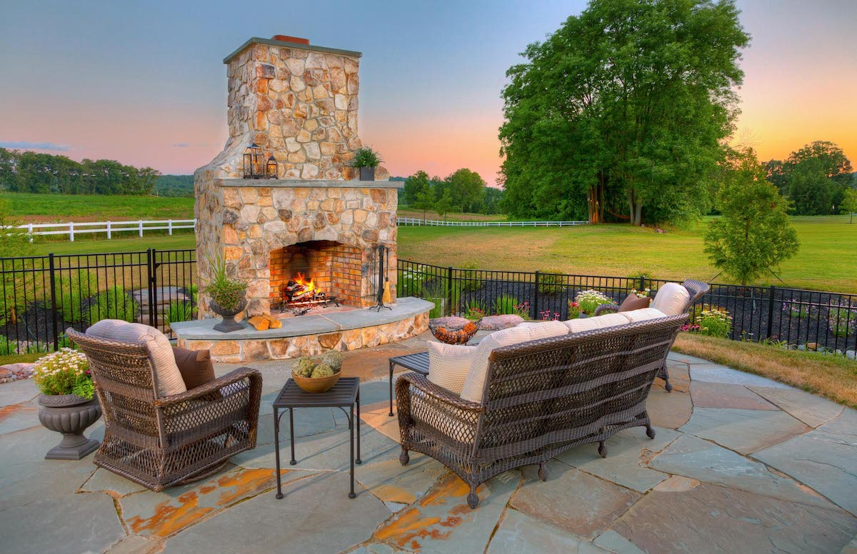 Outdoor fireplace flagstone patio