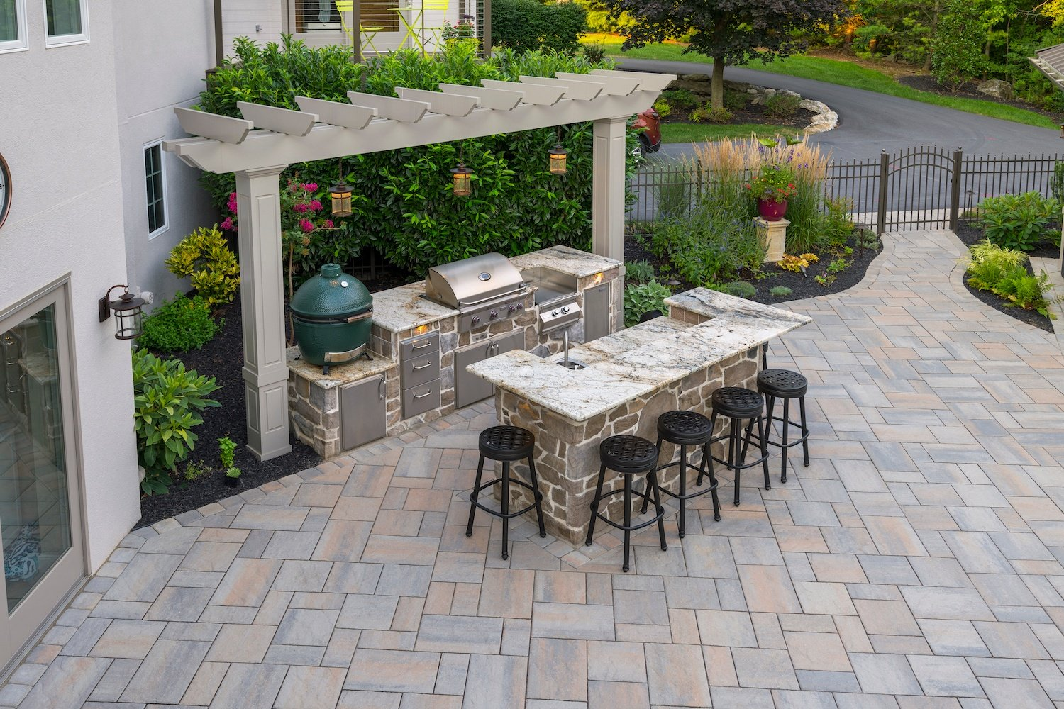 patio-planting-outdoor-kitchen-1