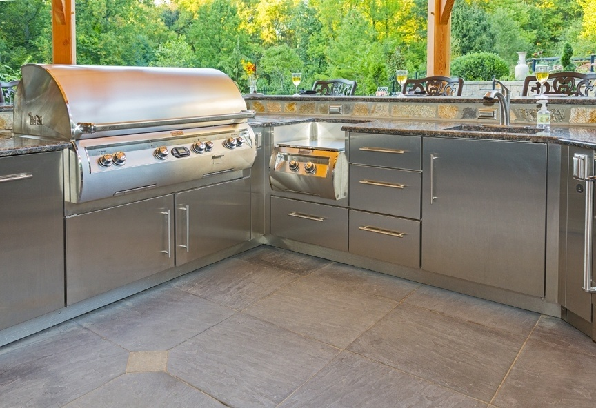 outdoor kitchen grill and cabinetry